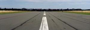 Uçak havalanırken araca çarptı