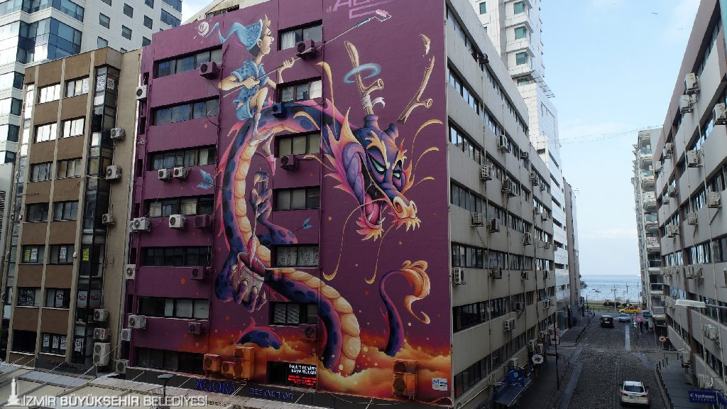 İzmir'de duvarlar rengarenk